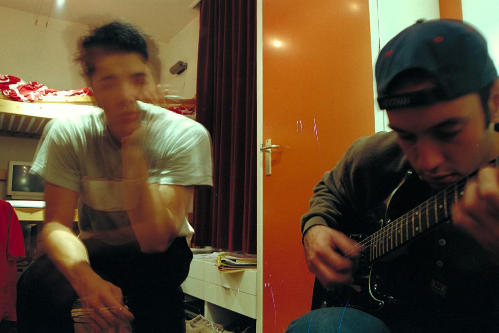 Kodak PhotoCD IMG0004 Playing guitar