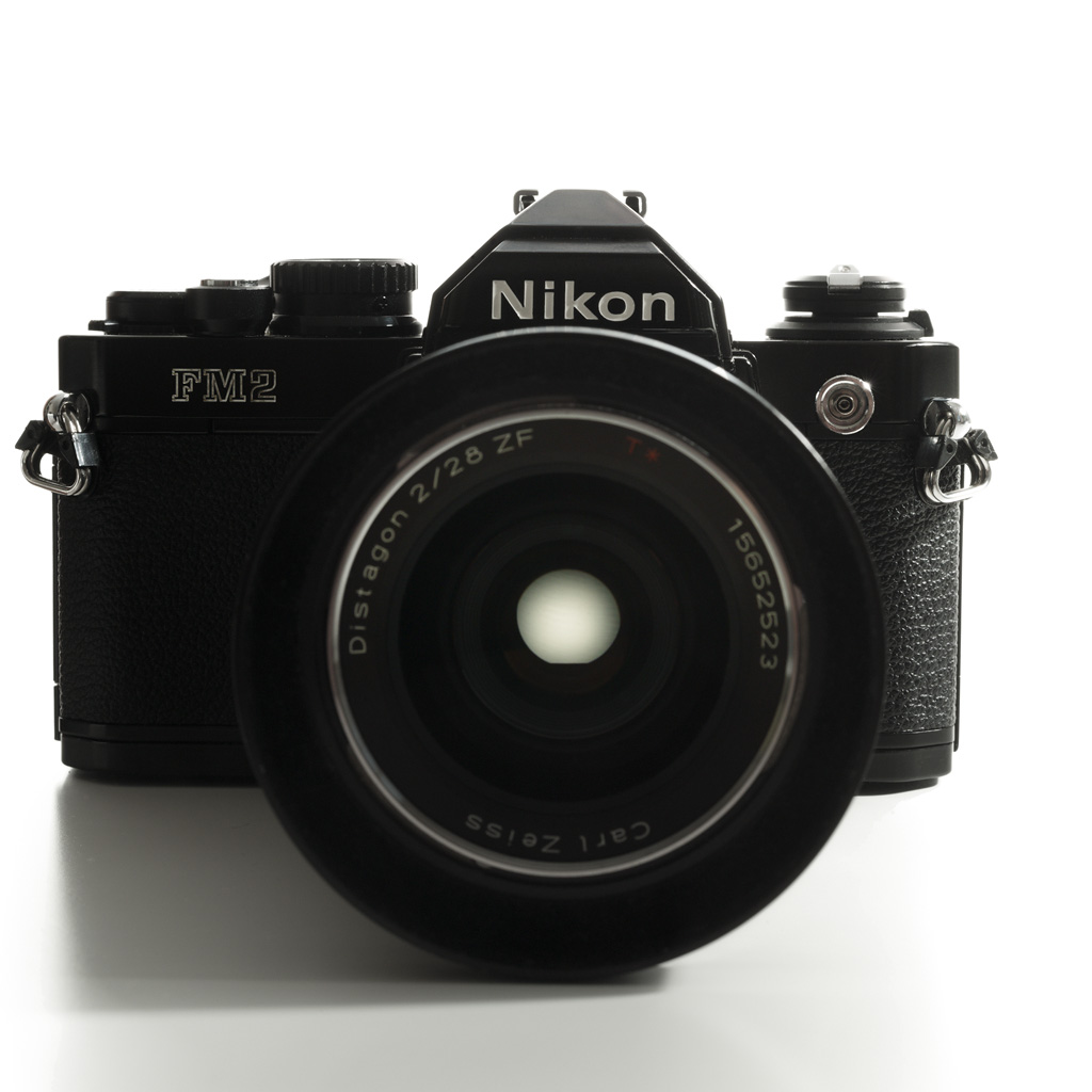 Nikon FM2 frontview, silhouet